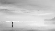Mujer con Paraguas y Gaviota by Mariano Belmar #flickr #blackandwhite #photography