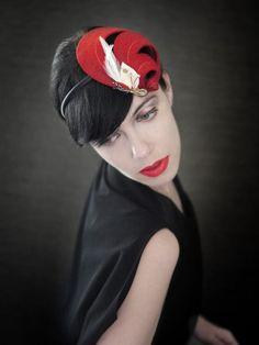 Red Felt Headband Fascinator with Feathers Helix por pookaqueen
