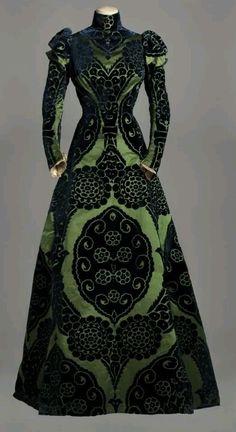 1895 Worth. Tea gown