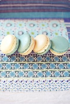 Macarons - so pretty French Macaroons, Coconut Macaroons, Macarons, Laduree Paris, Macaroon Cake, Recipe Filing, Gluten Free Cookies, Delish, Sweet Tooth