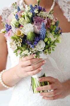 Solch einen Vintage Brautstrauß und viele weitere tolle Brautsträuße findet ihr in unserer riesigen Bildergalerie!