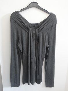 Camiseta cuello barco anudado en el centro color gris
