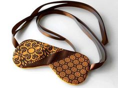 sleep mask from old ties. filled with relaxing aromatherapy lavender? also a wallet, flowers Sewing Hacks, Sewing Crafts, Sewing Projects, Upcycled Crafts, Crafty Projects, Sewing Ideas, Old Ties, Tie Crafts, Fathers Day Crafts