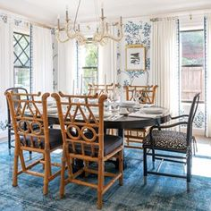 Winter decoration ideas at home wintery motive serving board - ENGILISH MODELB Living Room Area Rugs, Room Rugs, Dining Room Design, Unique Home Decor, Home Decor Accessories, Home Renovation, This Is Us, Dining Table, Interior Design