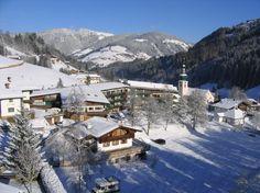 Enjoy one of Mammoth Lake's best mountain-side condo hotels. Juniper Springs Resort, named one of Conde Nast Traveler's Top 50 Ski Resort hotels. Mammoth Mountain, Mammoth Lakes, Tirol Austria, Spring Resort, Hotels And Resorts, Lodges, Skiing, California, Travel