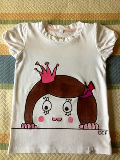 Camiseta niña ilustrada y pintada a mano