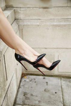 DAS sind die größten NO-GOs beim 1. Date: http://www.gofeminin.de/styling-tipps/styling-no-gos-erstes-date-s1328387.html #firstdate #nogos #styling #style #shoes