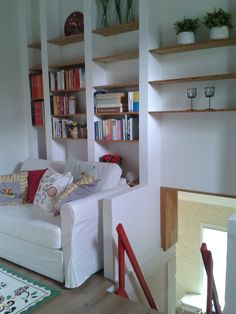 Vakantiehuis in de Lot - Dordogne  Frankrijk. De mezzanine met heel veel boeken om lekker lui te lezen.....