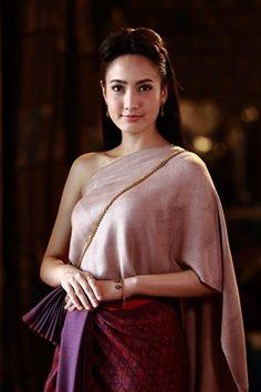 Traditional Thai Clothing, Asian Beauty, Sari, Thai Dress, Clothes, Fashion, Saree, Outfits, Moda