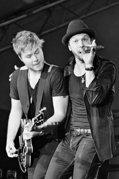 """""""Gavin DeGraw and Billy Norris"""" ~~ Each time I've seen Gavin in concert, he always takes time to introduce his band to the audian, and plus, he's awesome to hos fans! :) <3"""