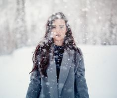 To make your winter portrait photography shoot a success, you should be aware of a few technical and creative tips. Take magical snow portraits with these tips! Snow Photography, Portrait Photography, Digital Photography, Photography Composition, Photography Studios, Photography Camera, Newborn Photography, Family Photography, Landscape Photography