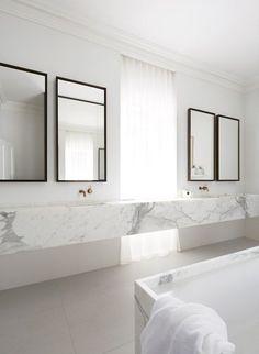 #salledebain #SDB #bath #marbre #white #blanc #miroir #mirror #bathroom Smart Design Studio - Orama