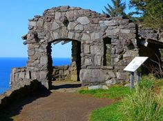 The Cape Perpetua Scenic Lookout is absolutely amazing. From shipwrecks to abandoned mills being reclaimed by nature, these amazing ruins in Oregon will fascinate you. Oregon Vacation, Oregon Road Trip, Oregon Trail, Vacation Spots, Dream Vacations, Vacation Ideas, Oregon Coast Roadtrip, Oh The Places You'll Go, Places To Travel