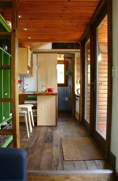 I have a slight obsession with tiny houses right now. things-to-make