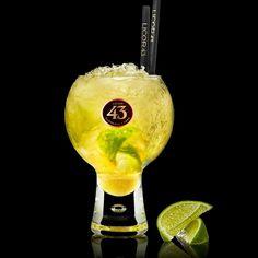 De Caipiroska 43 een verfrissende cocktail met een zuurtje. Oost ontmoet zuid: wodka and Licor 43 Original in één glas. Perfect om mee te ontspannen!