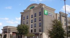 Holiday Inn Express Frisco Frisco This hotel offers free shuttles within 5 miles, an outdoor pool and fitness center. Just a 5-minute walk from Frisco Central Park, its spacious rooms feature a 32-inch flat-screen cable TV.