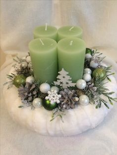 Simple And Popular Christmas Decorations; Christmas Candl… Simple And Popular Christmas Decorations; Simple Christmas, Christmas Time, Christmas Wreaths, Christmas Crafts, Christmas Decorations, Holiday Decor, Navidad Simple, Navidad Diy, Christmas Table Centerpieces