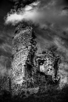 Time Pieces by Christophe Kiciak  Château-sur-Epte  This castle was built by Guillaume Le Roux in 1087, then destructed during the 15th century. It is located in North-West of France, in a little town named after the castle.