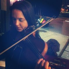 "@thequeenskickshaw's photo: ""Kari is jammin with Rana Santacruz tonight @QueensKickshaw."""