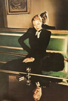Louise Dahl-Wolfe // Louise Emma Augusta Dahl (November 1895 – December was an American photographer. She is known primarily for her work for Harper's Bazaar, in association with fashion editor Diana Vreeland. Richard Avedon, Lauren Bacall, Vivian Maier, Vintage Glamour, Vintage Beauty, Vogue, Tableaux Vivants, Moda Retro, Diana Vreeland