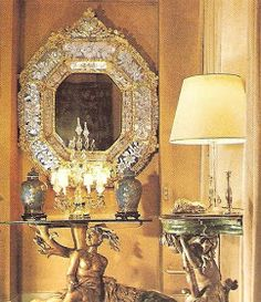 How many of you know that Coco Chanel was a great lover of Chinoiserie? Shown here are photos of her apartment at 31 Rue Cambon where she d. Mademoiselle Coco Chanel, Coco Chanel Fashion, Chanel Cambon, Chanel Brand, Apartment Chic, Chinoiserie Chic, French Fashion Designers, Chanel Paris, Candle Sconces