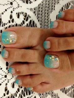 "Decorate toes French pedicure - a popular idea today. Based on the principles of manicure in the style of ""French"", the French pedicure 2016 caring for the Pedicure Nail Art, Toe Nail Art, Glitter Pedicure, Glitter Toes, Pedicure Colors, Shellac Manicure, Mani Pedi, Fancy Nails, Cute Nails"