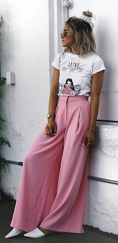 #summer #outfits White Printed Tee + Pink Wide Pants + White Pumps