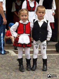 Szekely young children in national costume Folk Costume, Costumes, Heart Of Europe, Precious Children, Young Children, Family Roots, Folk Dance, Budapest Hungary, United Nations
