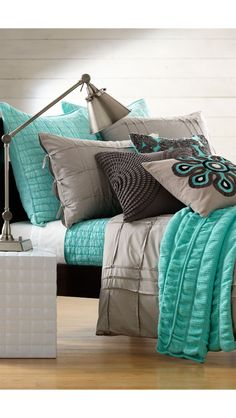 Carson bed set