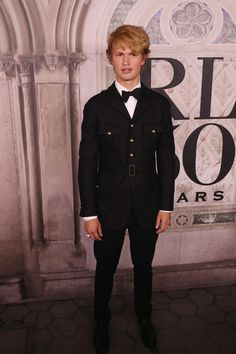Ansel Elgort Photos - Ansel Elgort attends the Ralph Lauren fashion show during New York Fashion Week at Bethesda Terrace on September 2018 in New York City. - Ralph Lauren - Arrivals - September 2018 - New York Fashion Week Beverly Hilton, The Beverly, Ansel Elgort And Violetta Komyshan, Ralph Lauren Style, Red Carpet Fashion, 50th Anniversary, Black Tie, Fashion Show, September 7