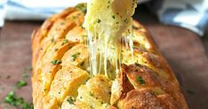 This Cheese and Garlic Crack Bread is EPIC! 'Crack bread' is an appropriate name for this because it's garlic bread - on crack. It's basically a cheesy garlic bread, but so much more fun AND delicious! Cheese, garlic and bread - in pull apart bread fo Dominos Garlic Bread, Cheesy Garlic Bread, Garlic Cheese, Cheese Bread, Easy Delicious Recipes, Yummy Food, Good Food, Healthy Food, Bread Recipes