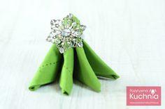 #serwetka w kształcie choinki  Składanie serwetek - jak złożyć serwetkę w choinkę z gwiazdą  http://pozytywnakuchnia.pl/serwetka-mala-choinka-z-gwiazda/  #dom #home #decor
