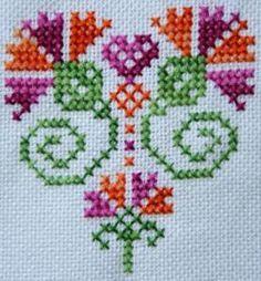 Kanaviçe karanfil motif