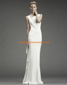 Robe de mariée originale fourreau satin soyeux