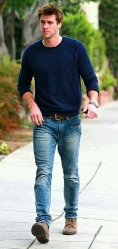 Liam Hemsworth, Sunday Casual.