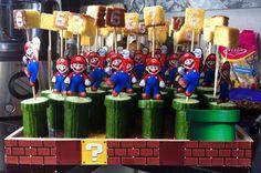 (Semi-) Gezonde Mario traktatie gemaakt. Dienblad beplakt met marioblokken. Komkommer, cake met eetbare stift, Mario uitgeprint op een prikker. Een hit in de klas! Zoon blij! Super Mario Birthday, Mario Birthday Party, Super Mario Party, Birthday Treats, Party Treats, Party Snacks, Childrens Meals, School Treats, Diy Cake