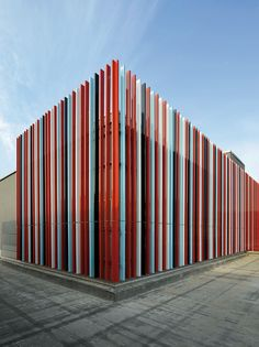 Coloured metal plates formed to a facade - grocery store in Duisburg, designed by Sprenger von der Lippe, Hanover