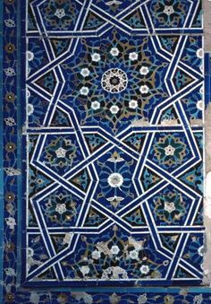 Image TRA 0821 featuring decorated area from the Shakh-i-Zindeh complex, in Samarkand, Transoxiana, showing Geometric Pattern and Floriated Arabesque using ceramic tiles, mosaic or pottery. Islamic Art Pattern, Pattern Art, Arabesque, City Photo, Mosaic, Arts And Crafts, Pottery, Watercolor, Shapes