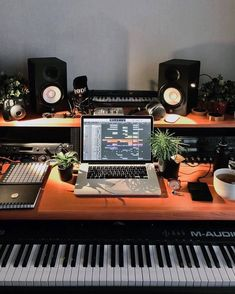 Home Recording Studio Setup, Home Studio Setup, Music Studio Room, Dream Studio, Studio Ideas, Home Music Rooms, Music Bedroom, Small Studio, Fashion Room