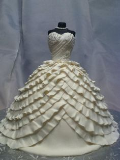 Wedding dress cake - This is a white fondant replica of the bride's dress. Bolo Barbie, Barbie Cake, Fancy Cakes, Cute Cakes, Wedding Dress Cake, Wedding Dresses, Wedding Cakes, Princess Dress Cake, Barbie Princess