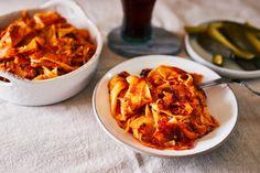 A jól lepirított krumplis tészta mellett is a tökéletes gluténmentes kovászos uborka is! Food Photo, Chicken Wings, Recipies, Food And Drink, Meat, Ethnic Recipes, Recipes, Rezepte