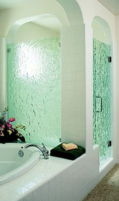 15 Decorative Glass Shower Door Designs for a Bathroom Dream Bathrooms, Beautiful Bathrooms, Small Bathroom, Bathroom Ideas, Bathroom Designs, Bathroom Green, Guest Bathrooms, Shower Designs, White Bathroom