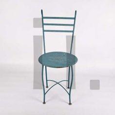 SILLA DE JARDÍN Referencia: mue-26 Silla de jardín de hierro policromada en tono azul. Se recomienda usar tanto en exterior como en interior ANTIGUO Medidas:  Alto: 92 cm Ancho: 40 cm Profundo: 55 cm Precio: 120€ ($150 aprox.)