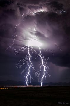 Mare's lightning Physical Mastery - Image captured from a Summer monsoon storm making it's way through Northern Arizona. The power it held was amazing and I was fortunate to capture this beautiful image. Photography by Brian Oakley Photography All Nature, Science And Nature, Amazing Nature, Tornados, Thunderstorms, Lightning Photography, Nature Photography, Photography Tips, Portrait Photography