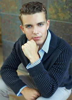 Senior Boys Photography Pose Guide - photo by Teri Fode Male Senior Pictures, Senior Photos, Senior Portraits, Male Portraits, Cheer Pictures, Senior Photography, Photography Poses For Men, Graduation Photography, Senior Boy Poses