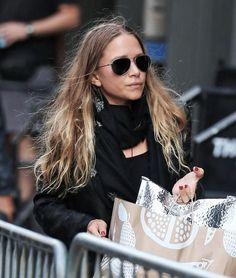 OLSENDAILY Ashley Mary Kate Olsen, Ashley Olsen Style, Olsen Twins Style, Fashion Line, Fashion Beauty, Women's Fashion, Olsen Fashion, Olsen Sister, Fashion Lookbook