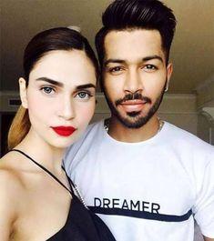 Hardik Pandya With Girlfriend Lisha Shar - DIY & Crafts Cricket Update, Cricket News, Hardik Pandya Girlfriend, Cricket Quotes, Heat Fan, Mumbai Indians, Cricket Match, Famous Celebrities, My Crush