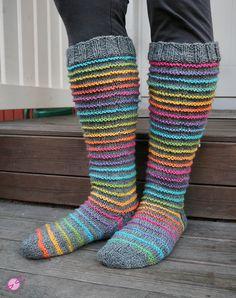Voihan Villitys Villasukka - LANKAHELVETTI Wool Socks, Knitting Socks, How To Purl Knit, Knitting Accessories, Madame, Mittens, Knit Crochet, Free Pattern, Sewing
