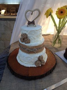 Burlap wedding cake #cartercreations