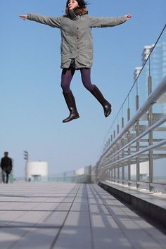 Tokyo photographer Natsumi Hayashi's whimsical self-portraits are works of mid-air wizardry. Flying Photography, Double Exposure Photography, Levitation Photography, Surrealism Photography, Water Photography, Abstract Photography, Macro Photography, Creative Photography, Photography Tricks